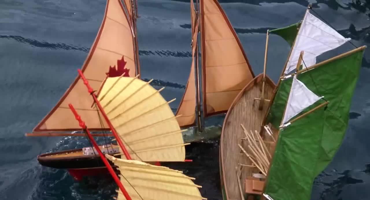 帆船比赛时,小伙使坏专门针对老鼠,老鼠不慌不忙很稳