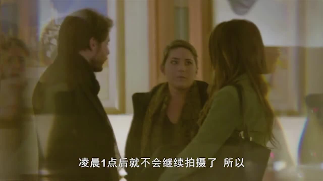二人并肩走在路上,遇见故人,女子被批不好