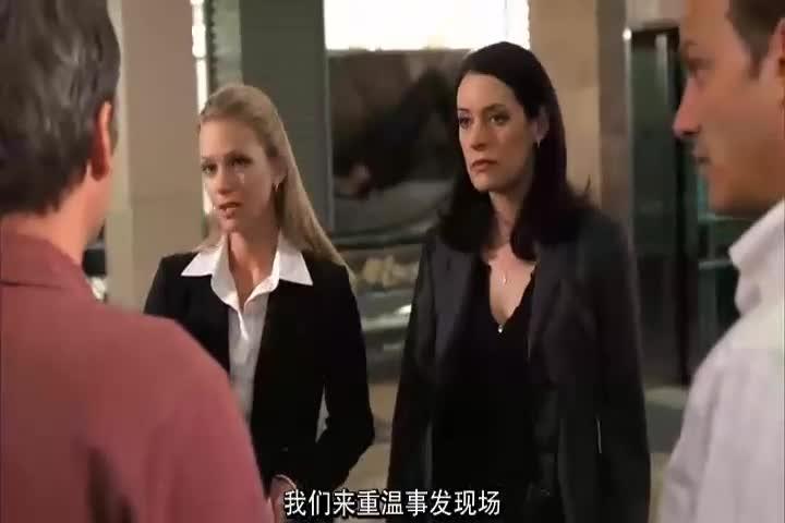 警探重温案发现场!女警查看录像带,发现重要线索