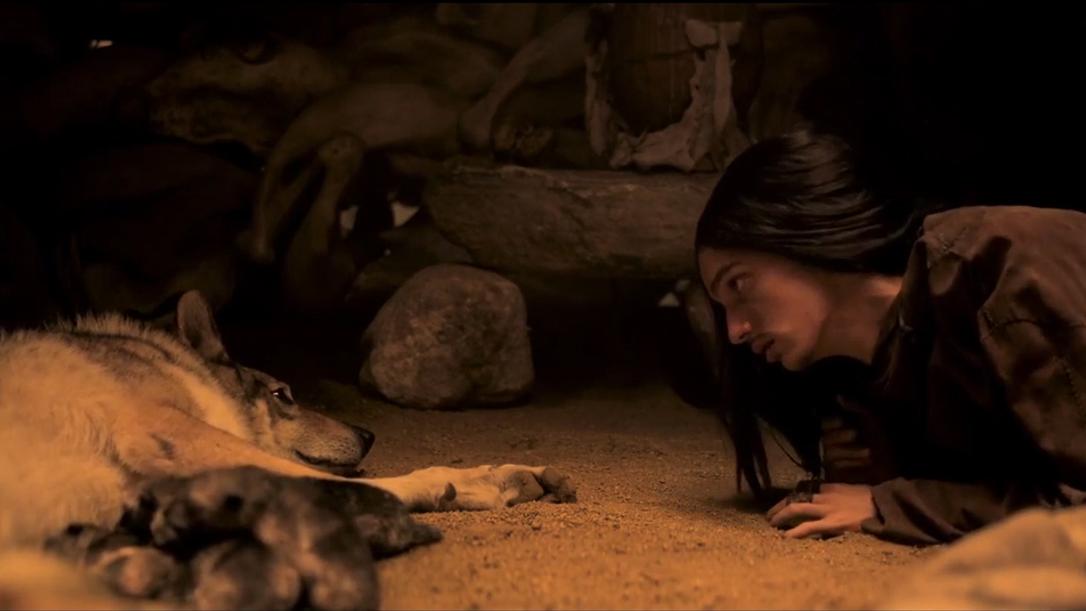 男子挽救野狼一命,野狼为了报答,帮他生下一窝幼崽