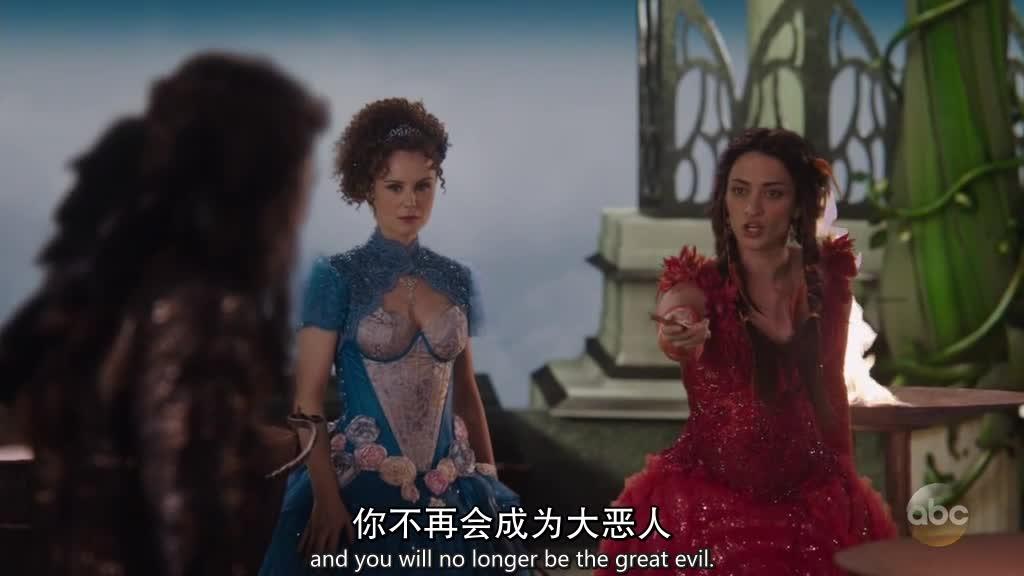 塞琳娜对失去魔法后的生活很不适应为了帮她,瑞金娜想让她去纽约