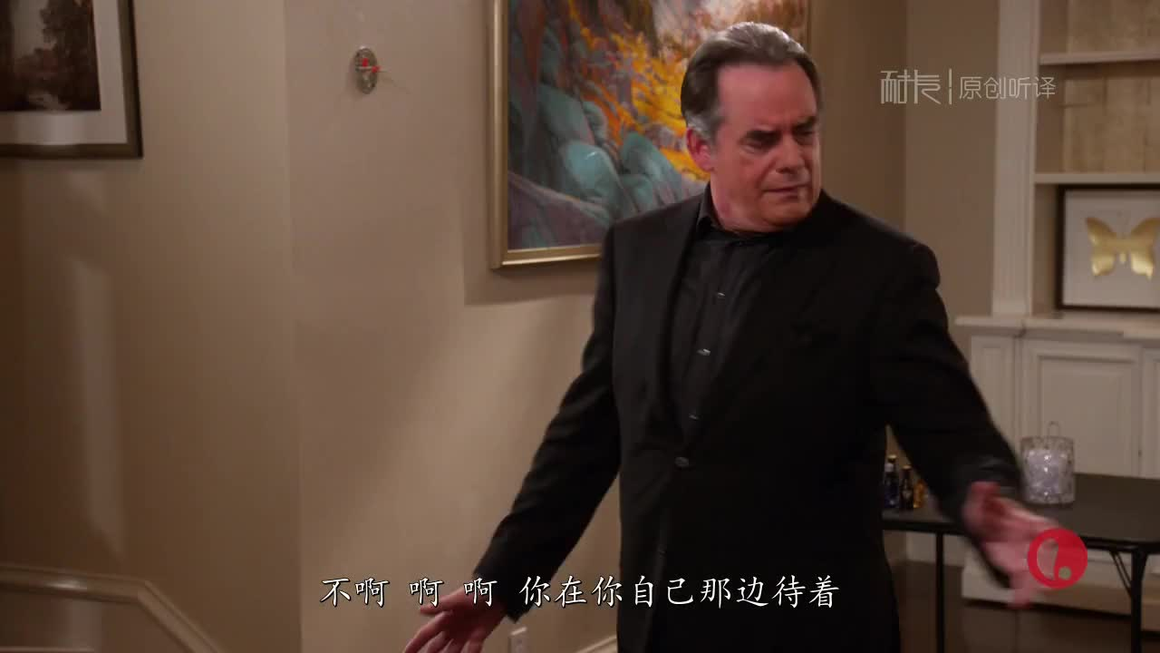与此同时,迈克尔前妻上吊。