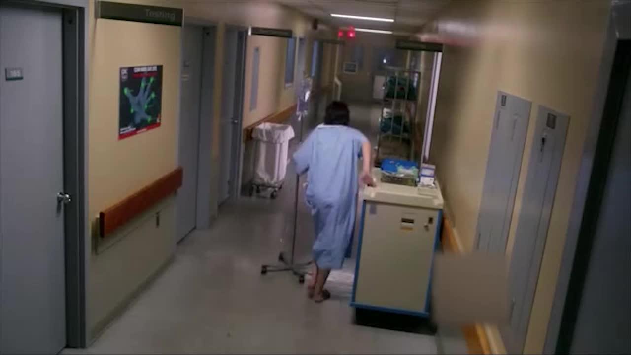 患者看到医生的行为,吓到转身就跑,直接晕了