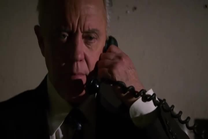 男子一直在吟诗,典狱长接到电话,立即对他执行死刑!