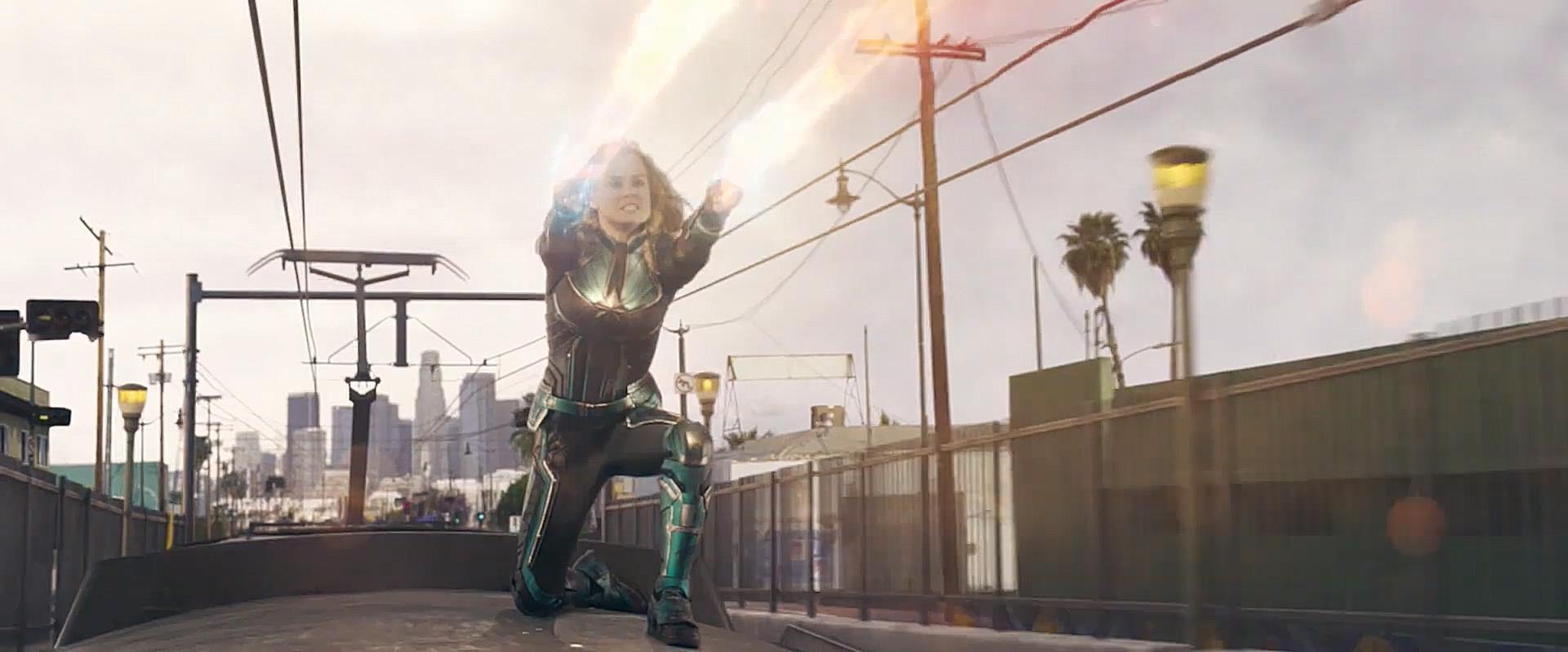 #电影最前线#《惊奇队长》预告,卡罗尔霸气展示超能力,骄傲的小眼神太逗了