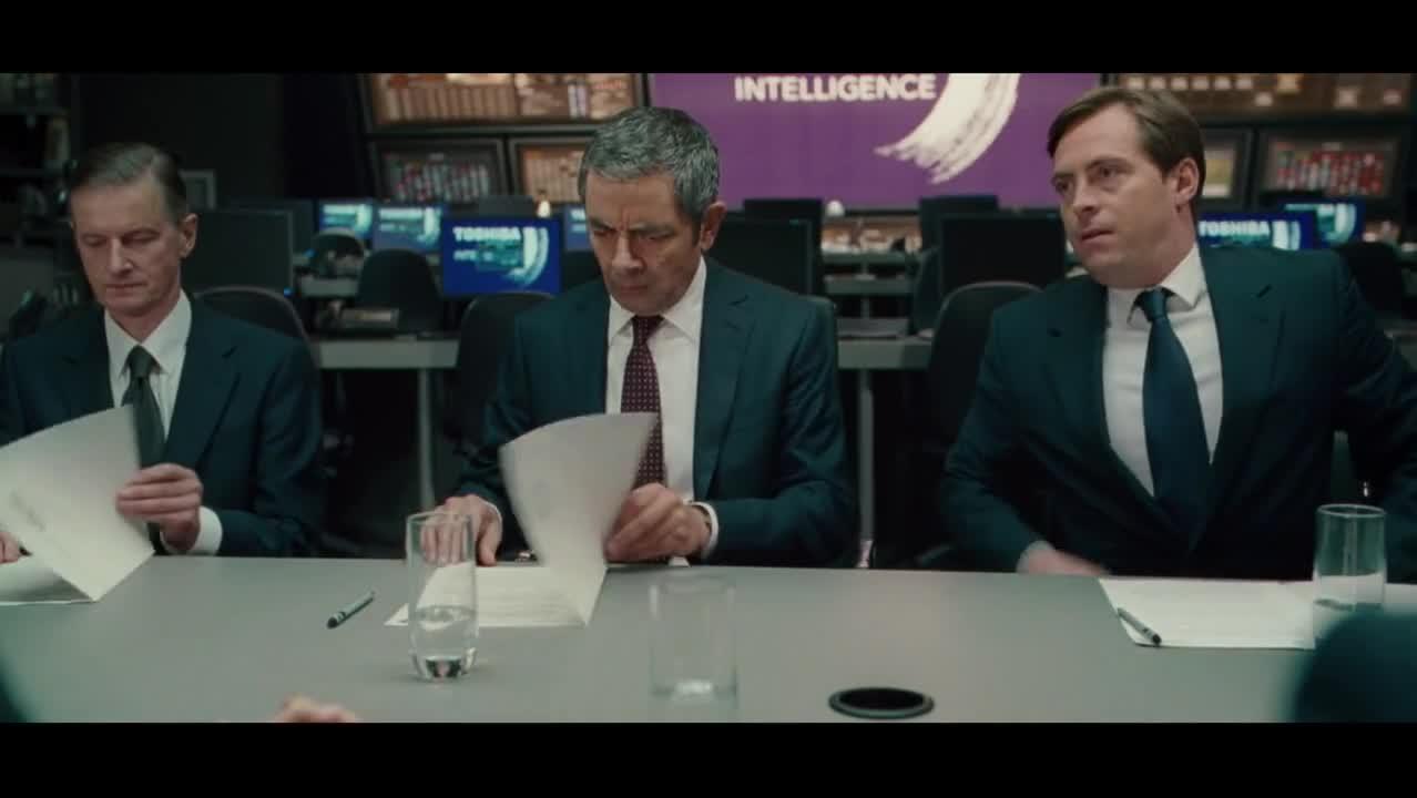 憨豆特工坐升降椅,让高级别严肃的情报会议,充满了英式搞笑幽默