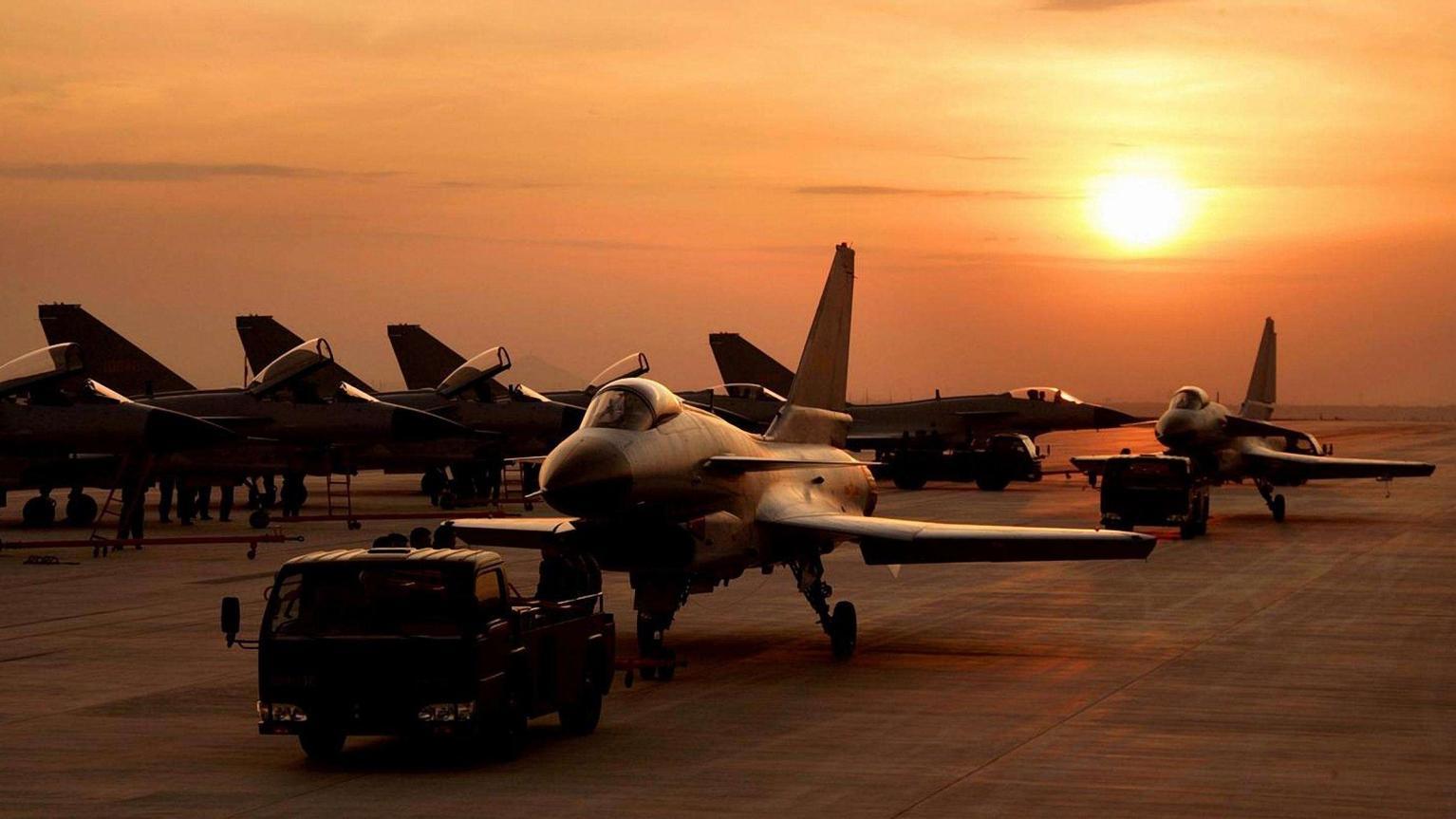 歼10B和歼10C,两种型号的战斗机到底有什么区别呢?