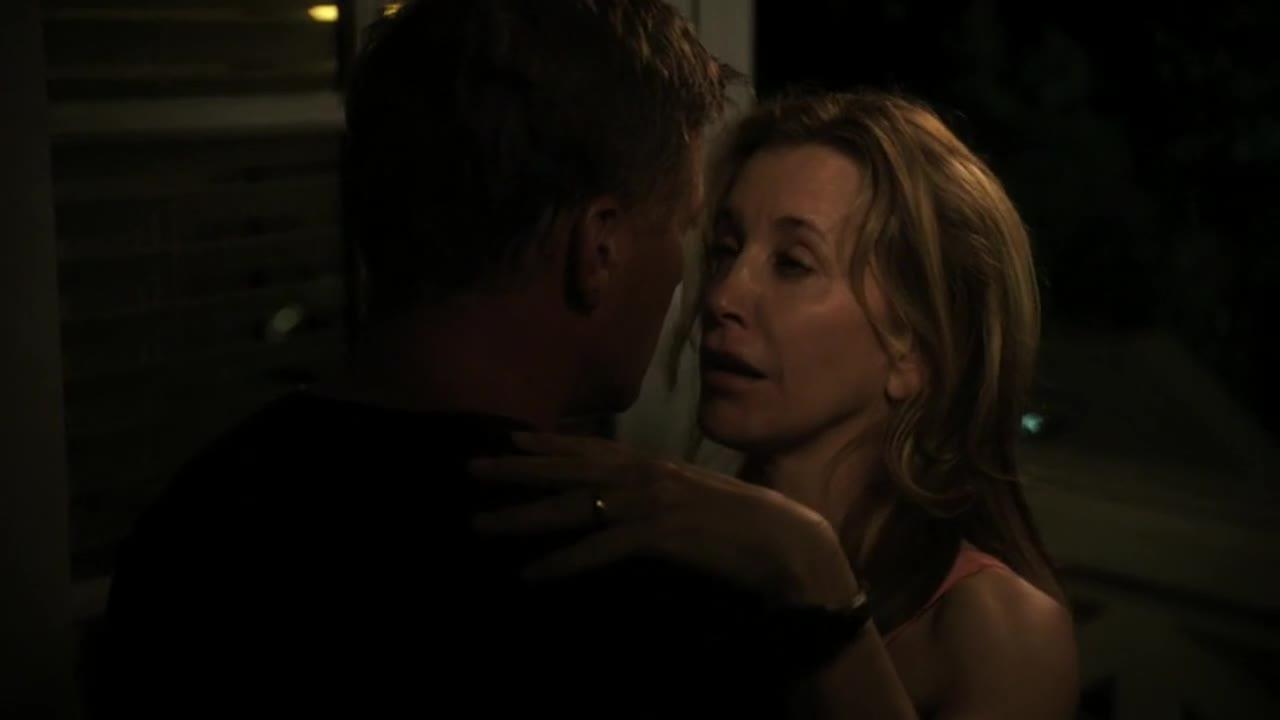 两人相拥而泣,第二天起床晚了,急急忙忙赶回去发现来得及