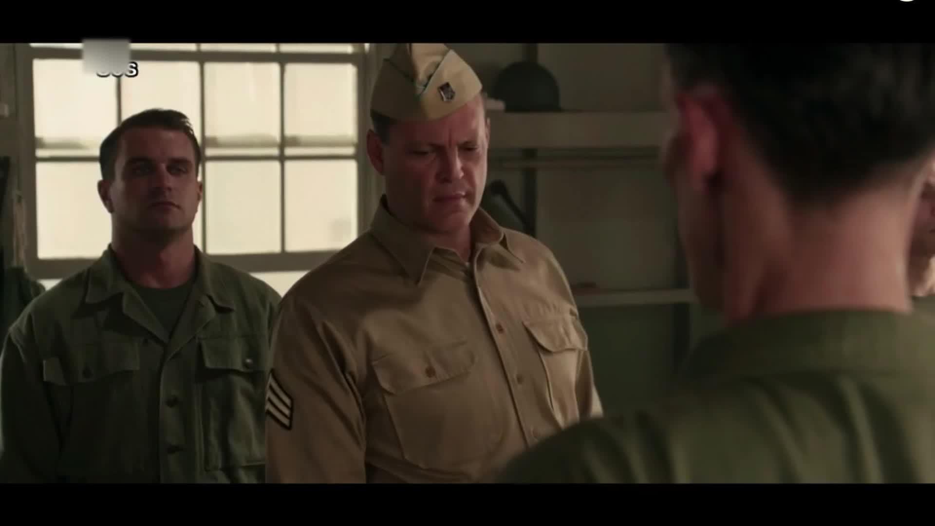 长官觉着有点不对,一看士兵,脚上竟然插着刀