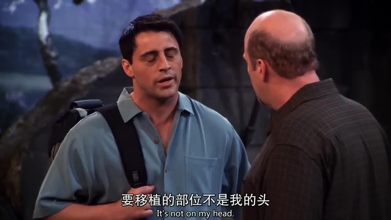 男子见到白衣男子,很高兴的跑过去说道,让他们开始拍戏吧