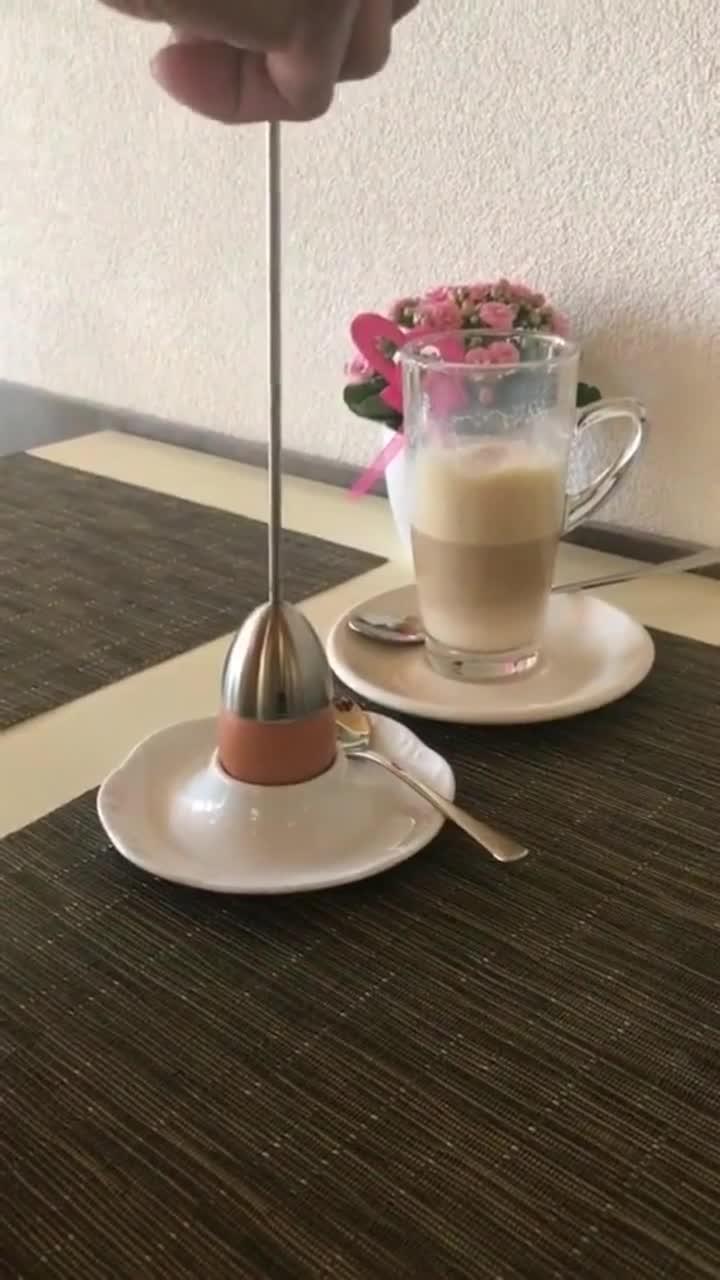 在欧洲吃煮蛋的正确方式,一直不知道早餐桌上长的东西是做啥用的