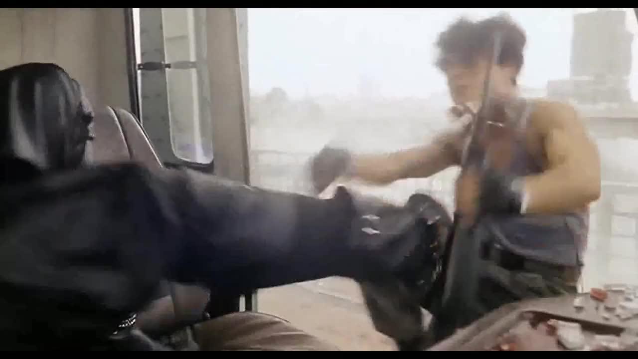 """""""阿海""""太不仗义了,抢完以后就把同伙踢下车,这是要黑吃黑啊!"""