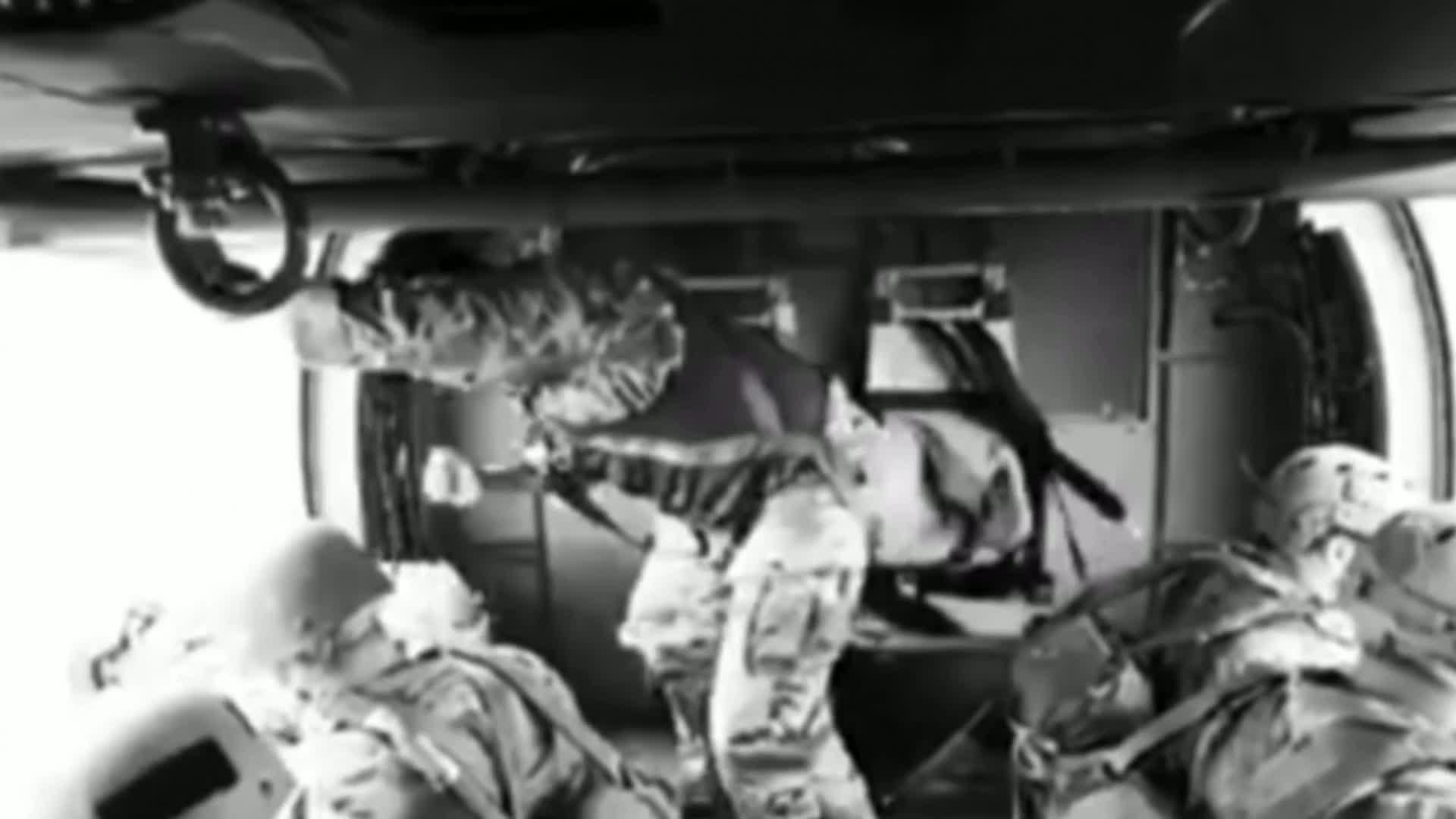 #军事#跳伞训练真是让人操心啊,完事儿还得看看伞具有没有顺利打开