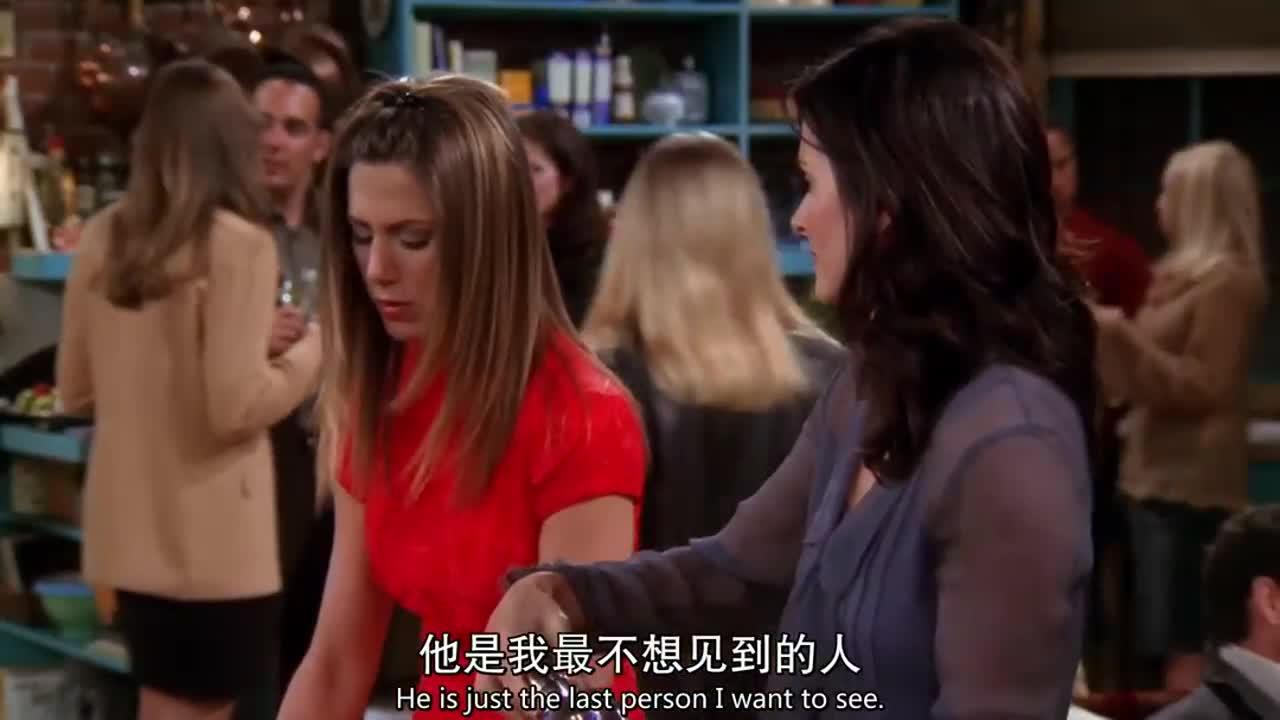 在派对中,两女子在闲聊,她说不希望他出现