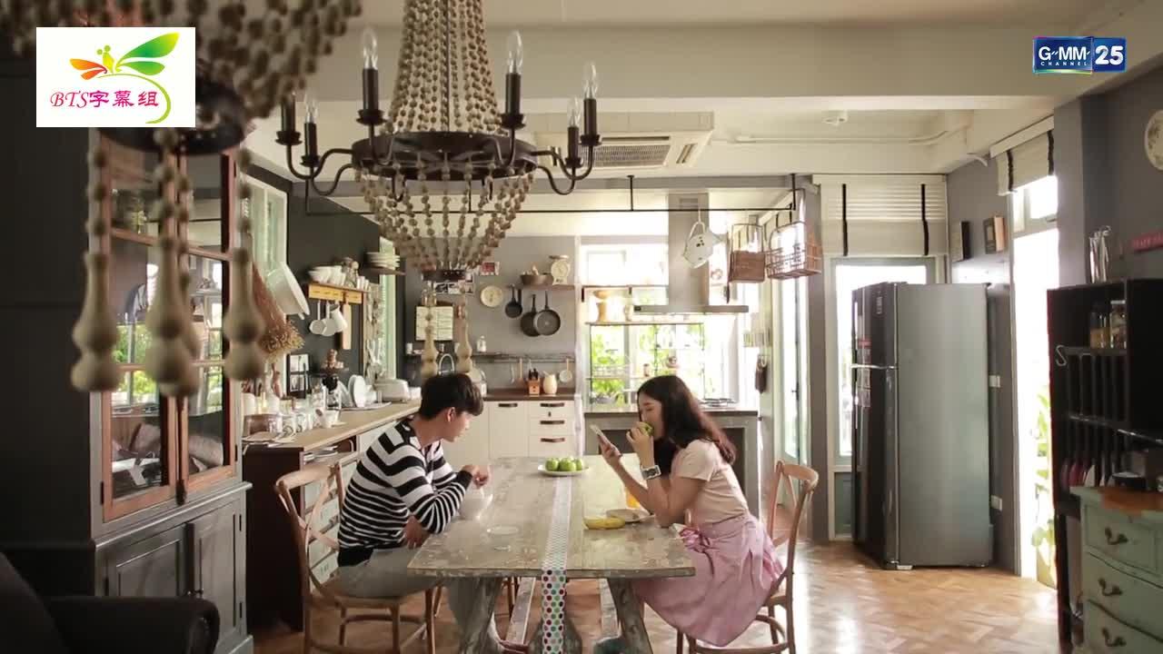 男主跟女主一起吃饭,男主不让女主进他房间,女主跟他开玩笑