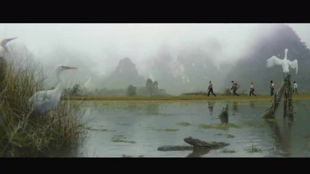 恐龙般大的牛,比树高的蜘蛛,人类就像蚂蚁般被虐杀!