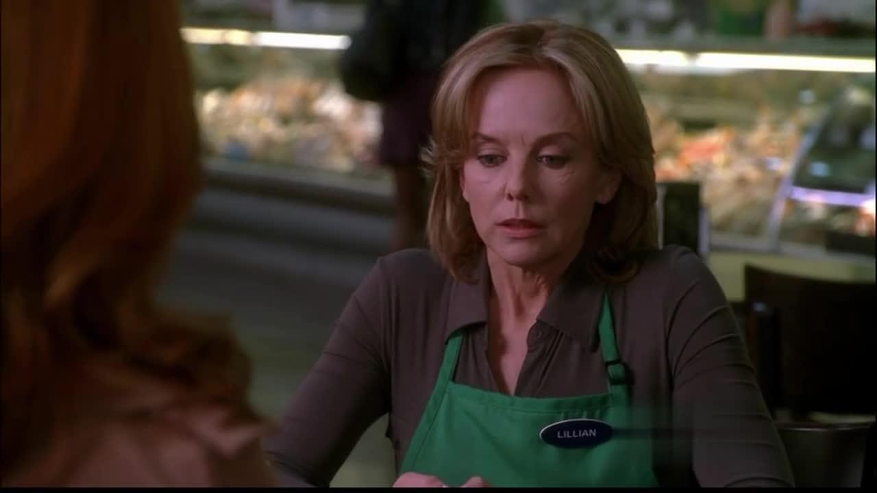 两女子在聊天,绿衣女却告诉褐衣女这种事,褐衣女震惊了