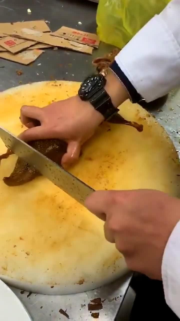 """#搞笑趣事#这才是厨师偷吃的最高境界,看完""""大骂""""中国厨师""""不老实"""""""