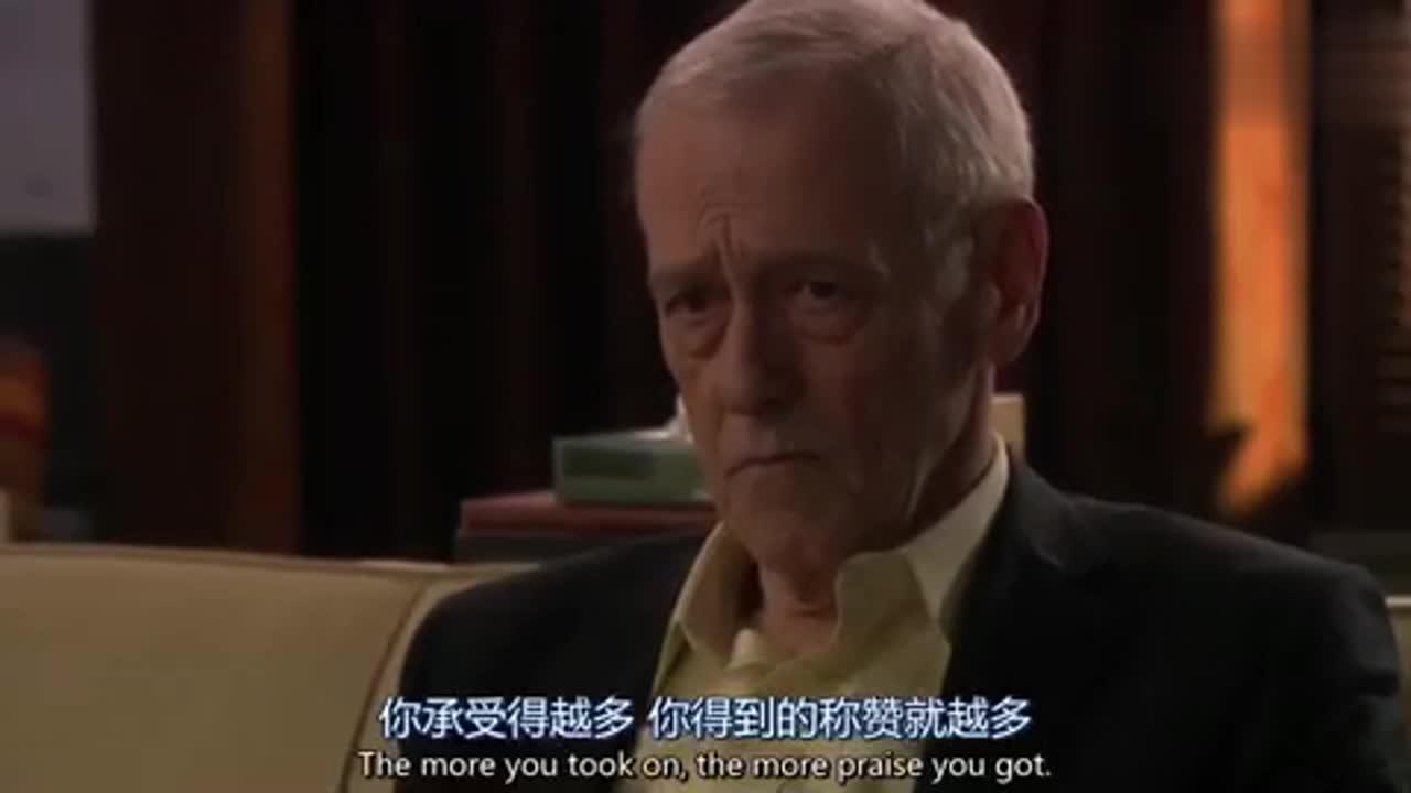 男子说老人的责任应该得到奖励,谁知老人是这个反应,表情亮了!
