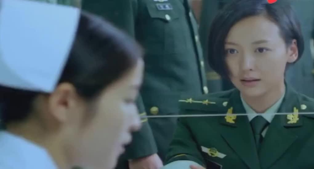 #经典影视#护士问月经啥时候,士兵回答了,尴尬