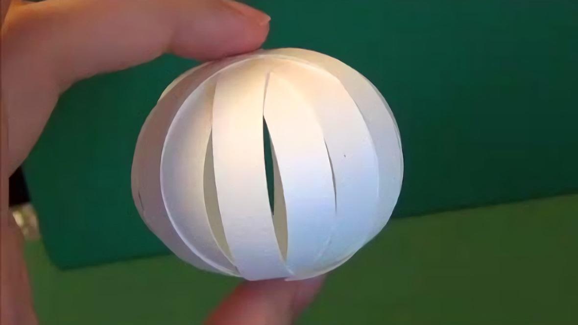 #手工#用几个纸条手工制作出一个小球,简单又好玩,孩子们会喜欢的