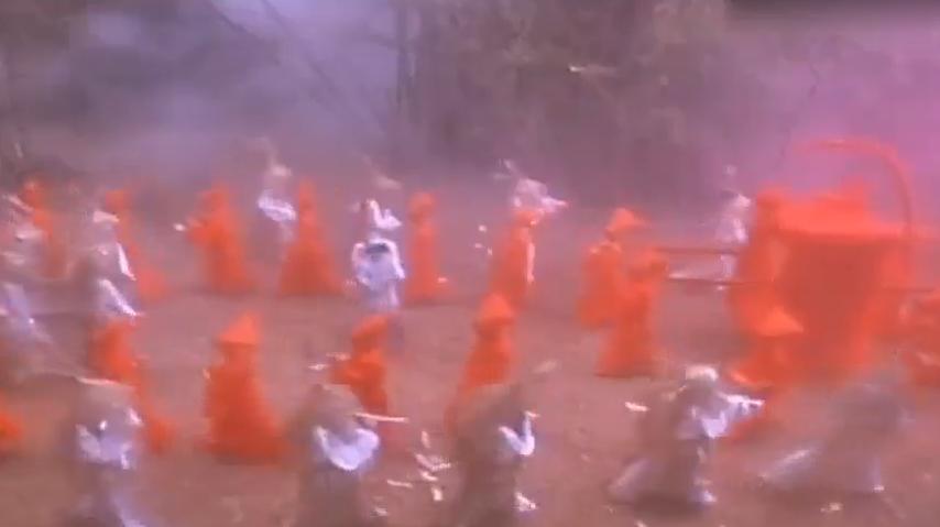 #影视片花#这部被誉为林正英最恐怖的僵尸电影看完不敢走夜路堪称童年阴影