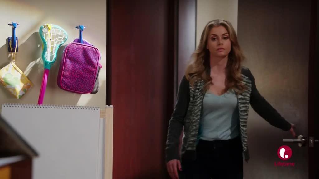 伊芙琳偷情时,他提出换房间,却遭到拒绝!
