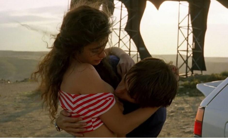 #电影最前线#小情侣毁三观的恋爱观:你睡了我爸,我就睡你妈!