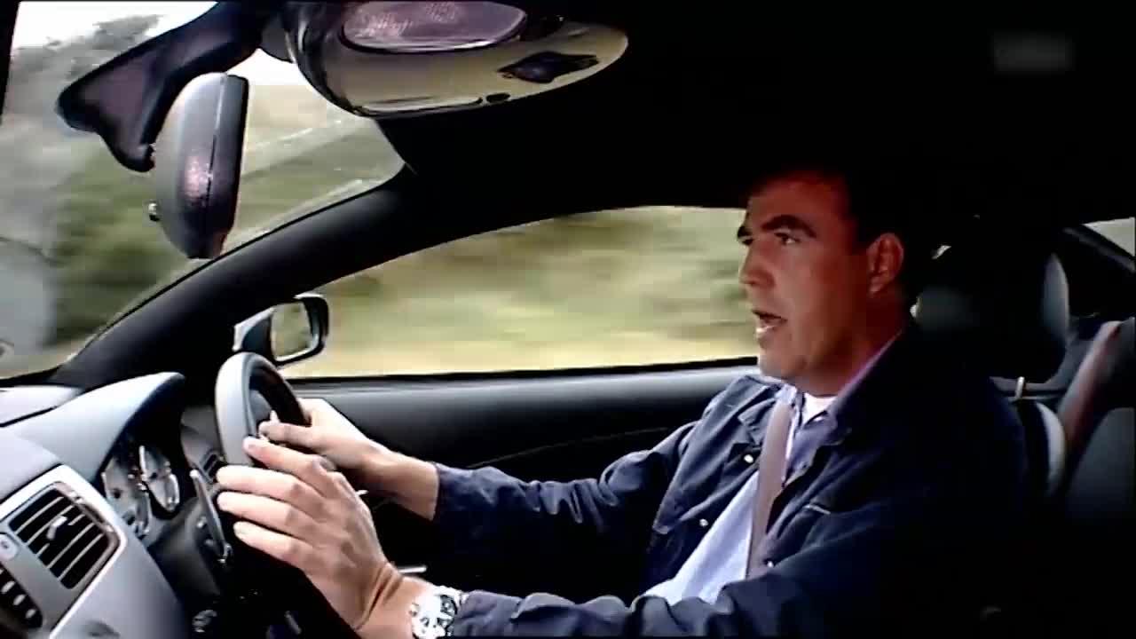 大叔踩下油门,就开始不停地尖叫,这跑车速度到底有多快