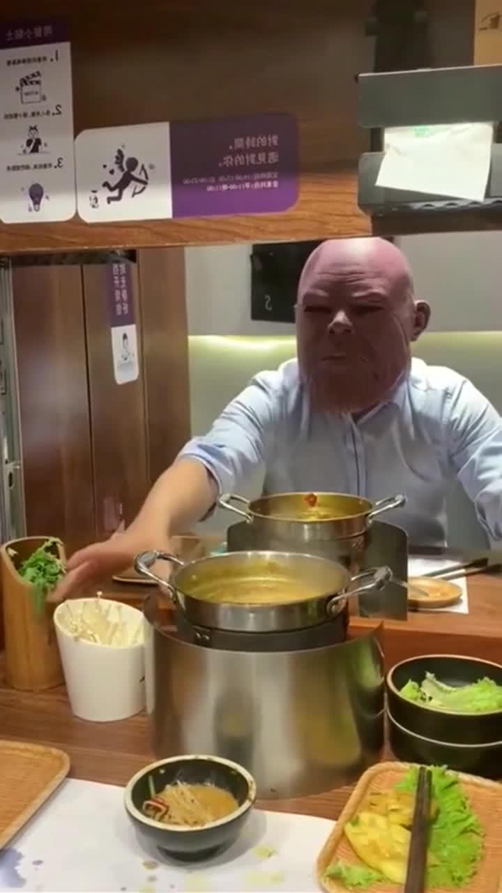 吃自助火锅时遇到了灭霸,抢我吃的也就算了,你打响指啥意思啊