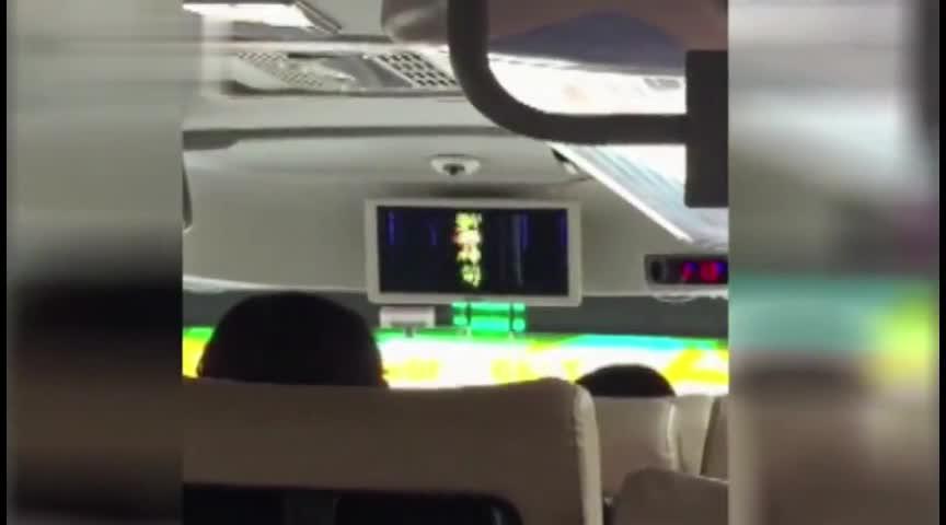 大巴被曝轮播鬼片僵尸片吓哭小孩 有考虑过乘客的感受吗?
