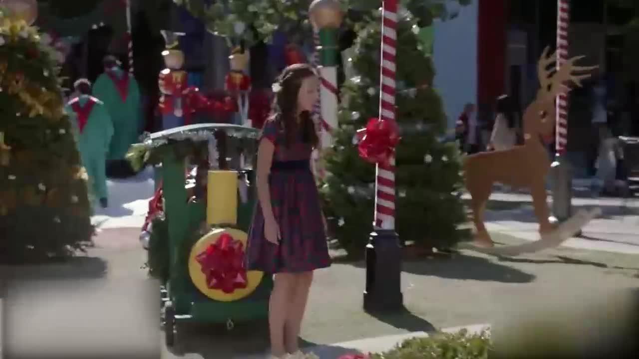 女子拿回自己的礼物,跟丈夫讲道理,圣诞树自己着了