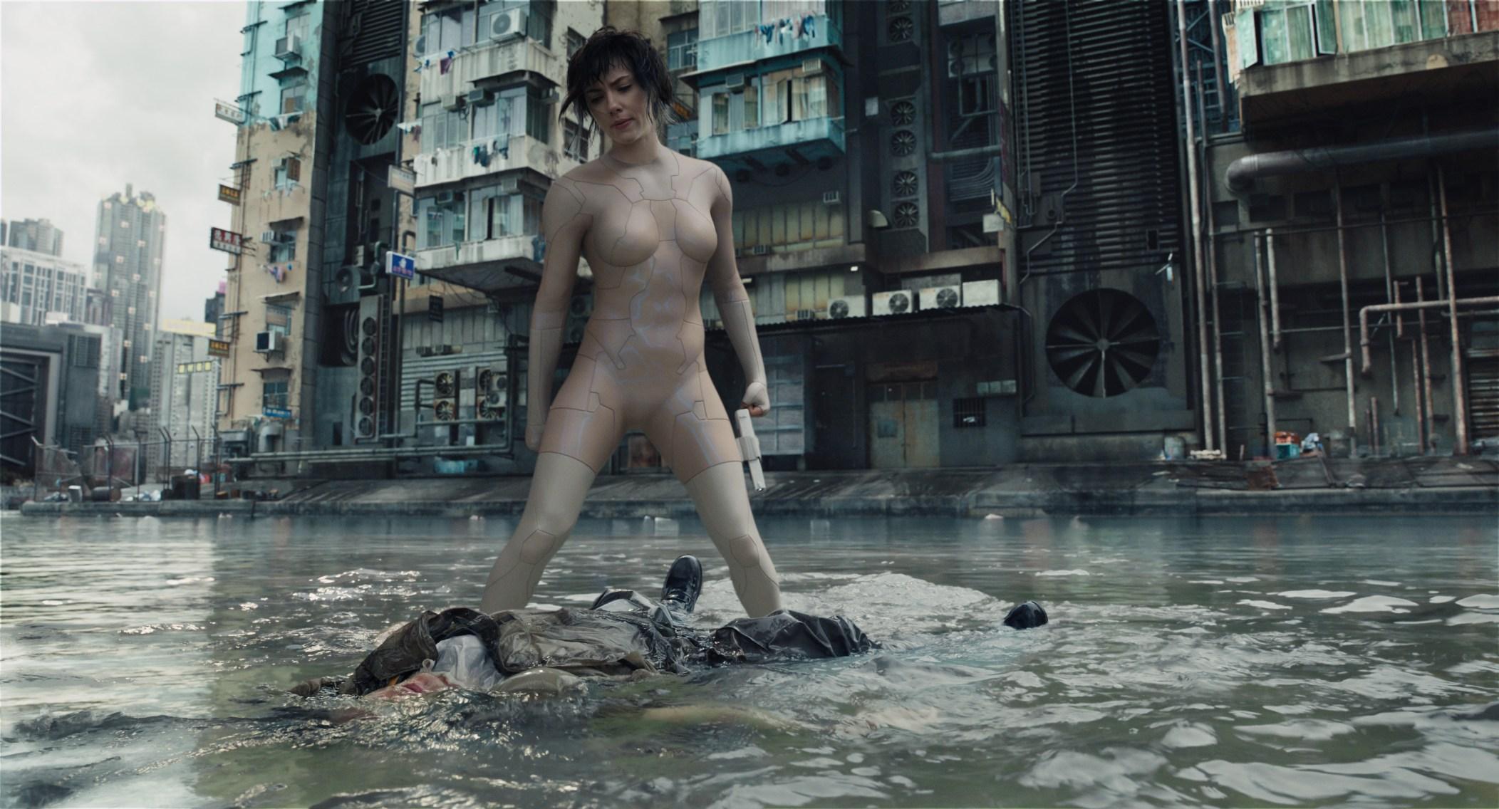 #羞羞看电影#上映三天狂揽1亿5000万,寡姐全裸能否再创神作?