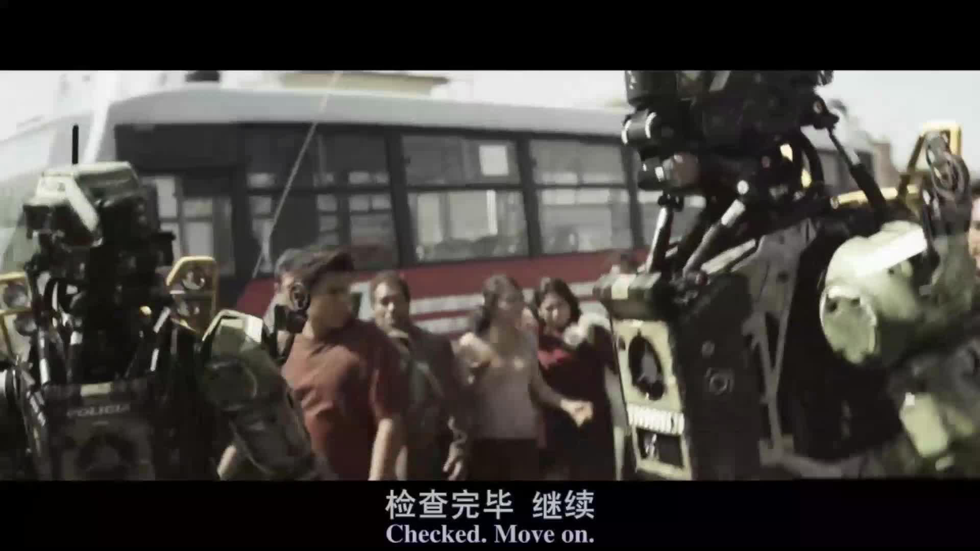 男子上班排队,警察检查包内东西,被警察打骨折