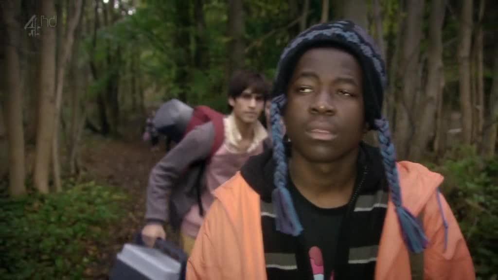 大家来到了森林,每个人都很小心翼翼的