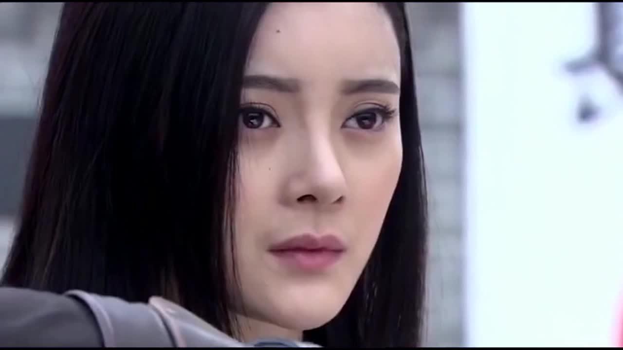 日本女高手擂台比武,以为武功无人能敌,谁想一个蒙面小伙搞定她