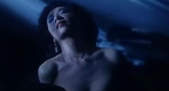 #经典看电影#女神叶子楣用身体优势吸引男主,这种天生反应根本抵挡不住