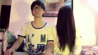 #经典看电影#单身小伙在家偶遇贞子,不但不害怕,结果还生下一群小贞子