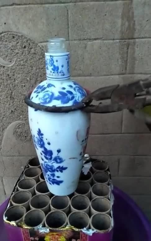 酒瓶子就这样加工一下,又是一件艺术品!