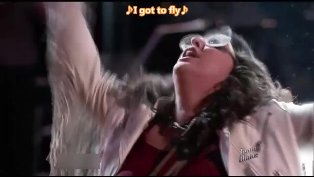 女歌手超强的现场演绎,让布雷克在场边忍不住大吼
