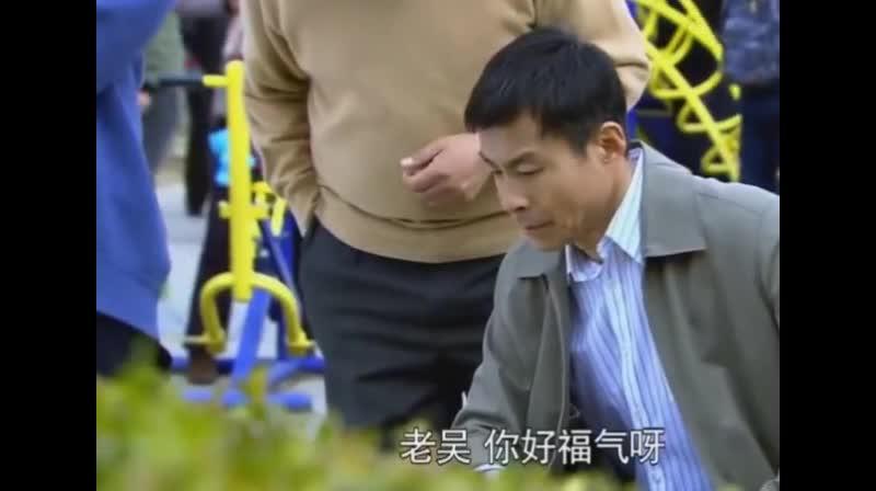 #经典看电影#霸道总裁给岳父买了纯玉的象棋,给足了面子,大气