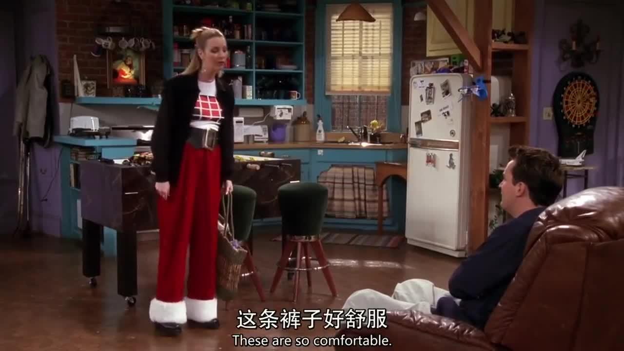 两男子说女子穿的是圣诞裤,女子说是孕妇裤,结果却是这样