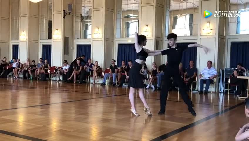 #教练#气质小姐姐的拉丁舞,腿绷的直直的跳的确实优雅