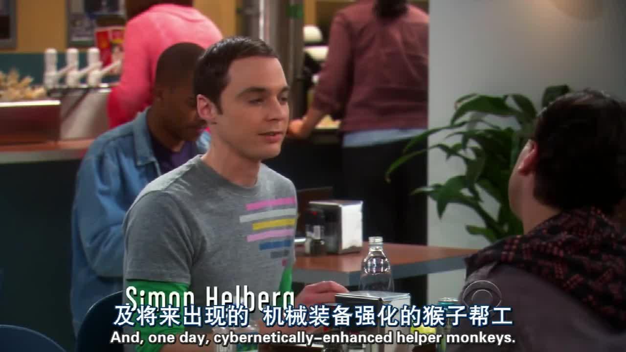 一个男子端着餐具走到伙伴们的餐桌前,打了个喷嚏,啊!!!