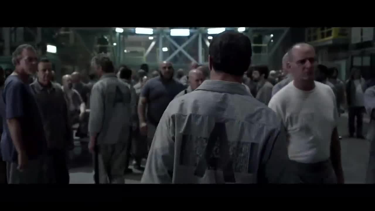 #经典看电影#监狱老大挑衅史泰龙, 瞬间被硬汉史泰龙放倒!