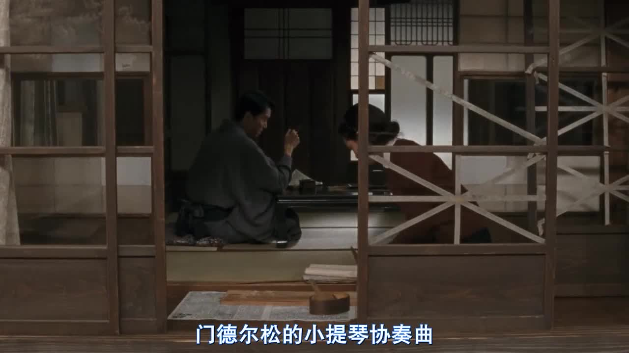 日本的窗子都这么先进吗,用胶带粘窗户,弄完后自己都蒙了
