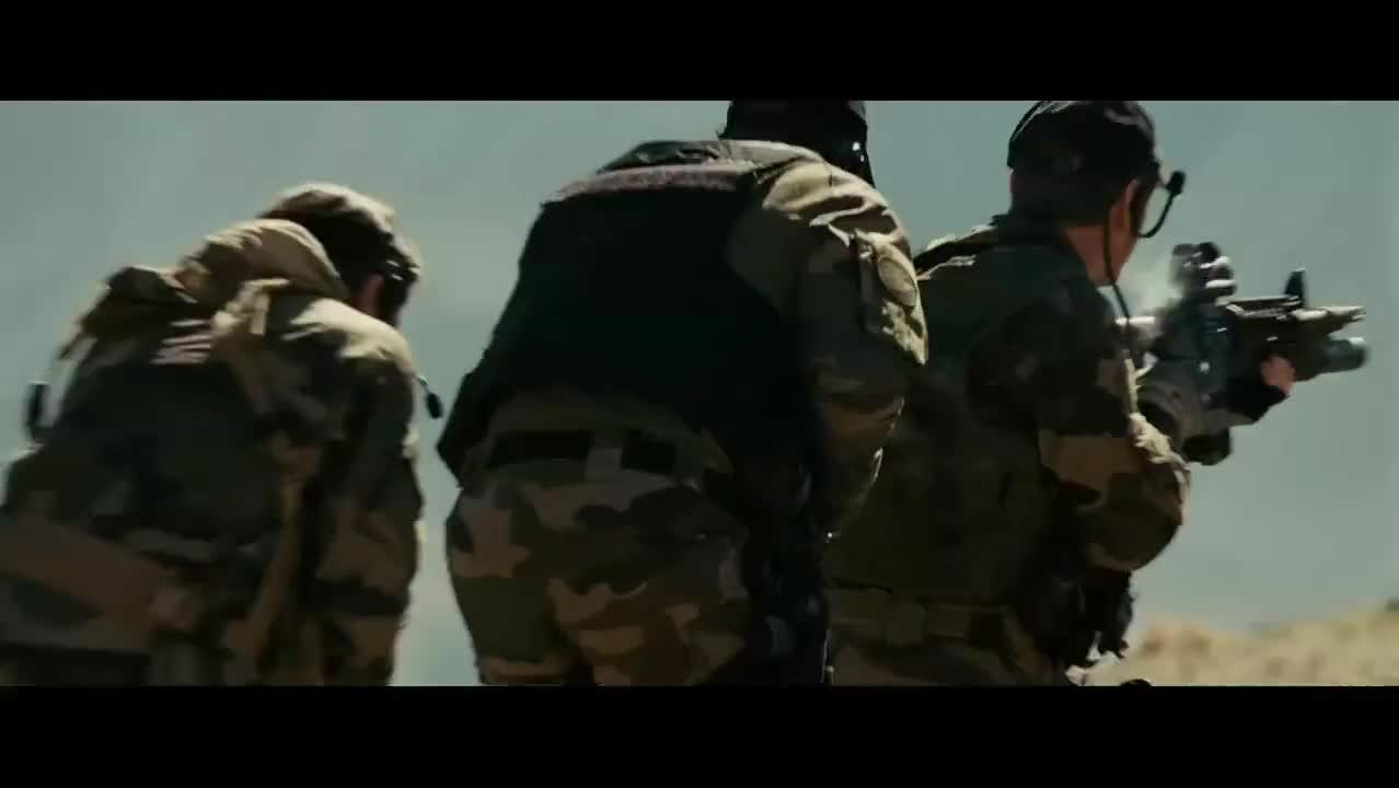 特种部队太彪悍,可怜的武装分子打不过,败下来又被头目一枪爆头