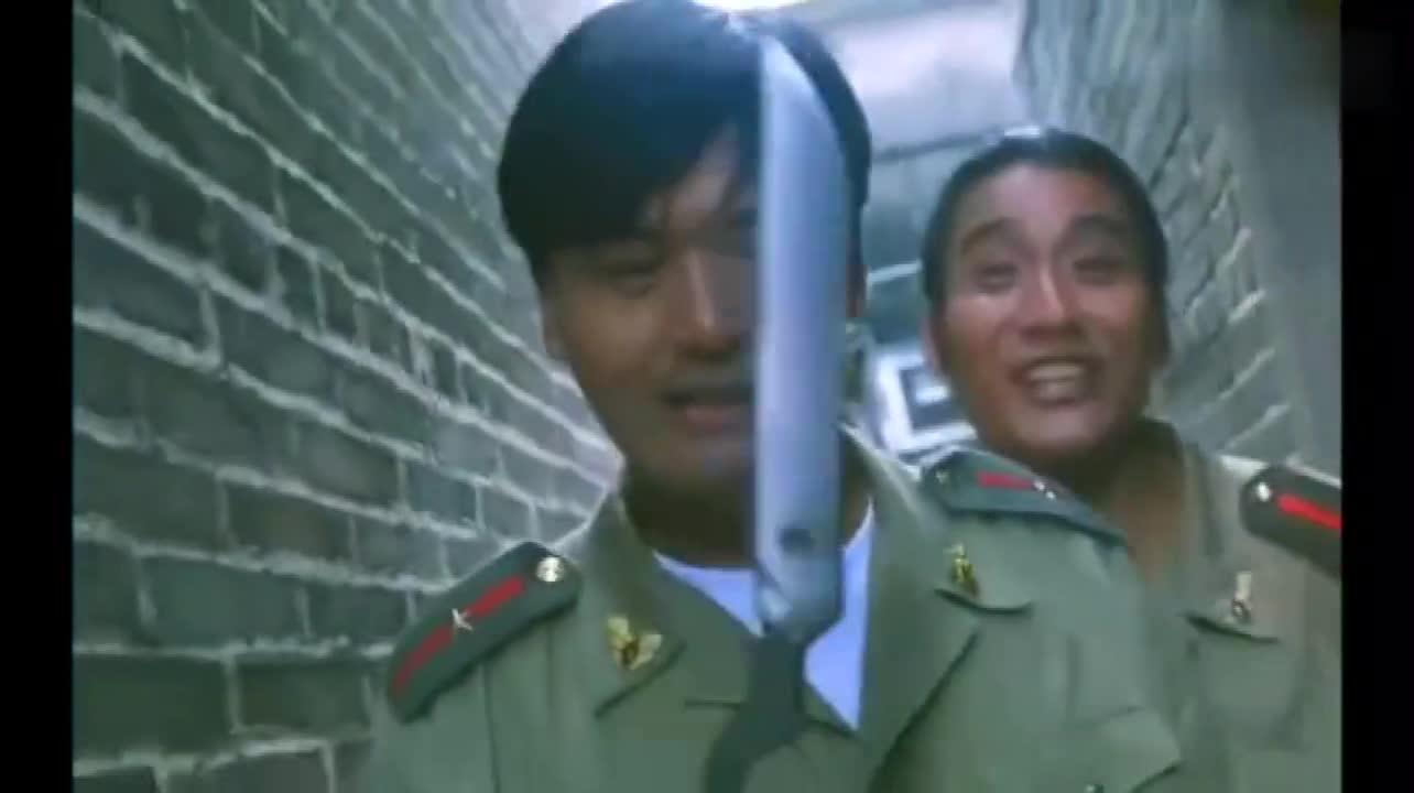 #经典看电影#被逼到胡同,小马哥拿出了武器,居然坏了
