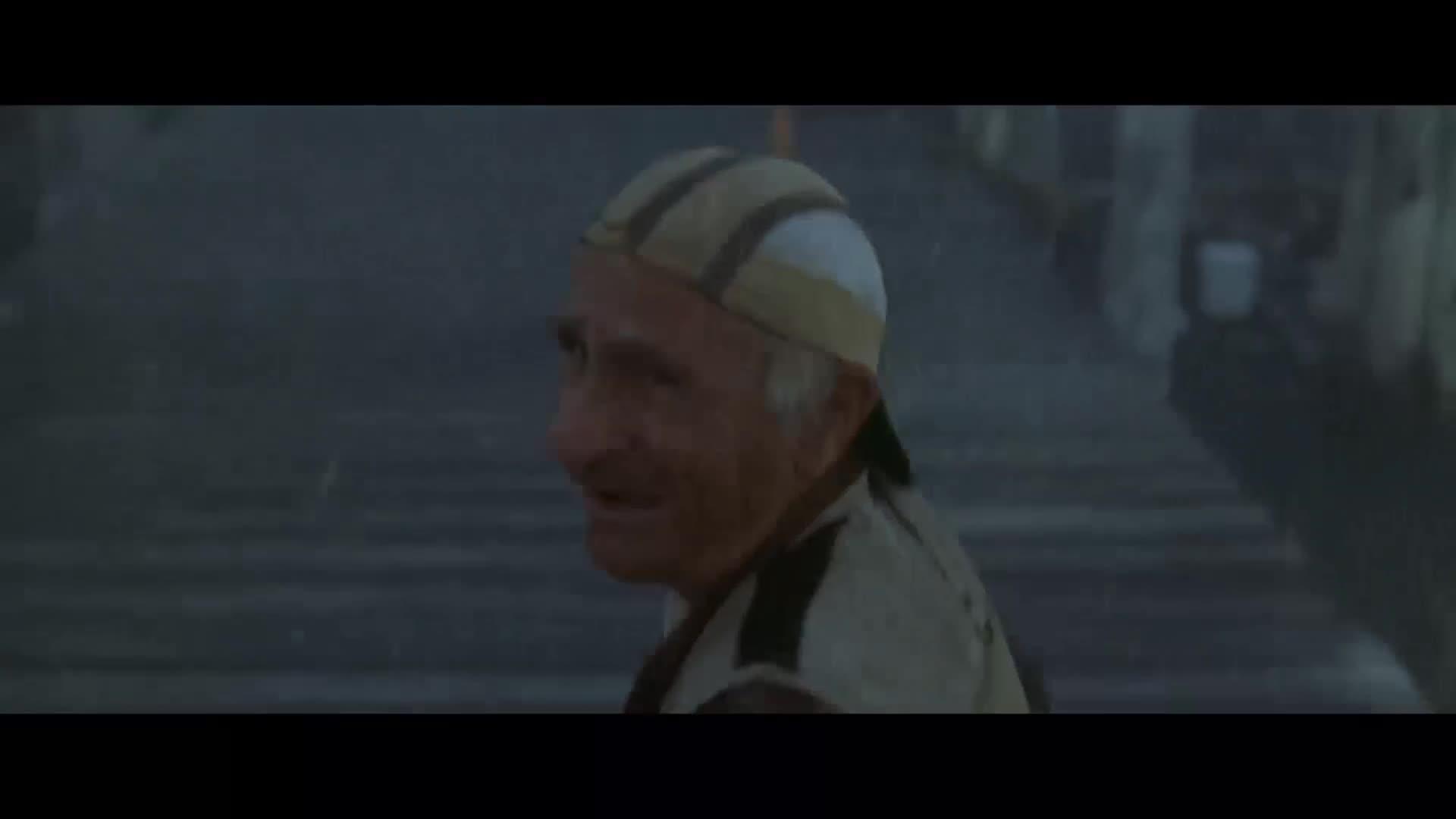 老头去海边钓鱼,刚扔下鱼竿,怪物就从水下钻出来