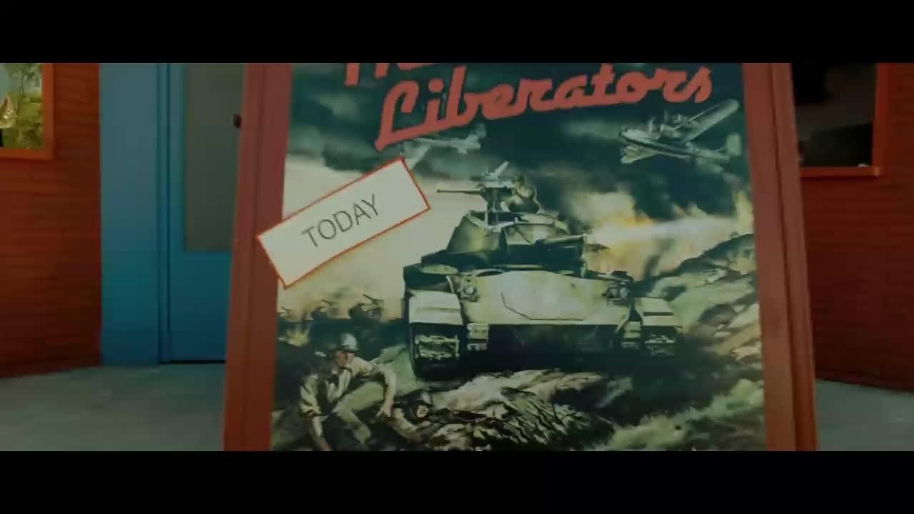 美国士兵冲出影院,对一群怪物疯狂攻击